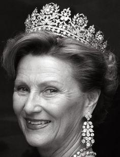 Tiara Mania: Diamond Tiara worn by Queen Sonja of Norway