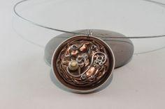 Collier nespresso pendentif marron clair, beige, fil aluminium
