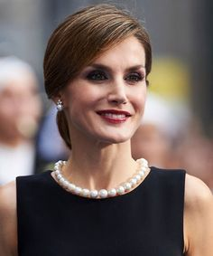 Queen Letizia   Her huge pearl necklace is thought to be the Russian set of pearls given by Alfonso XII to his bride, Maria de las Mercedes of Orléans, as a wedding present in 1878