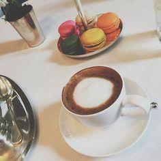 Coffee Break >> Terminando con el armado del evento de @cibelesonline hacemos una pausa para disfrutar de una de las especialidades del pastelero @dbetular.  Ya tenemos todo listo   #ubfeventdesign #cibelesFeelsSummer