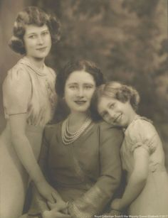 Queen Elizabeth The Queen Mother as Royal Consort Queen Elizabeth with Princess Elizabeth, later Her Majesty Queen Elizabeth II, and Princess Margaret Young Queen Elizabeth, Princess Elizabeth, Princess Margaret, Margaret Rose, English Royal Family, British Royal Families, Royal Life, Royal House, Prinz Philip