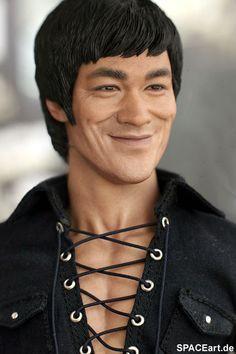 Bruce Lee war Schüler von Yip Man und Wong Shun Leung. Er machte das Wing Chun als erster in der ganzen Welt bekannt.