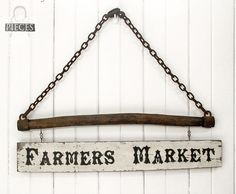 Prodigal Pieces Farmers Market sign featured on Funky Junk Interiors.love old wooden signs. Wooden Pallet Signs, Pallet Wall Art, Diy Wall Art, Diy Pallet, Pallet Ideas, Pallet Wood, Diy Wood, Barn Wood, Homemade Wall Art