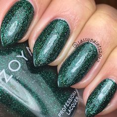 @zoyanailpolish Merida: a brilliant lush evergreen scattered holo from the Urban Grunge Metallic Holos Fall 2016 Collection. This is a super old pic I never got around to posting which is why my nails are so short. Just trying to clear out my digital albums.  #cute_polish #dailydigits #iloveyournailss #nailporn #nailpolish #nailstagram #nailsofinstagram #queennails #realnails #stilettonails #sassypaints2012 #SassyPaintsZoya #ZoyaNailPolish