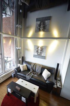 10 conseils pour aménager un microcondo | CHEZ SOI © Photo: Plafonds Tendus Montreal - Barrisol #deco #condo #espace #urbain #douillet #microcondo #mixte #salon #rangement #fenetre #lumiere