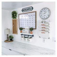 Family Organization Wall, Office Organization At Work, Organization Station, Organisation Ideas, Bathroom Organization, Organizing Ideas, Command Center Kitchen, Family Command Center, Home Office Design