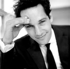 I've been a big Paul Rudd fan since the 90's. Great looking and hilarious!