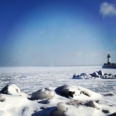 Lake Superior Freezes, Revealing Ice Caves Blocked for 5 Years