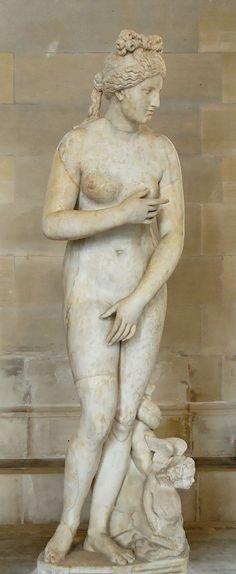 """Venus  """"Capitolina"""", copia romana en mármol del original griego de  Praxiteles, siglo II (original del siglo IV a. C.)."""