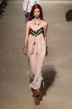 Coach 1941 Spring 2019 Ready-to-Wear Fashion Show Collection: See the complete Coach 1941 Spring 2019 Ready-to-Wear collection. Look 19 Haute Couture Style, Couture Mode, Couture Fashion, Runway Fashion, Boho Fashion, High Fashion, Fashion Outfits, Fashion Design, Fashion Week