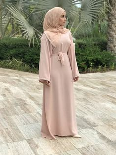 Whats not to love about Amirah Couture's Yasmine ensemble. With its crinkled heavy chiffon texture, its medium weight allows a relaxed fall adding luxury to your wardrobe effortlessly. This ensemble is a 3 piece set which includes a matching scarf and belt.