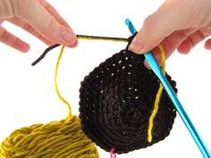 Joining yarns together while crocheting - no knots!