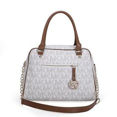 Michael Kors Reese Signature Large White Satchels Are High Quality And Cheap Price! Michael Kors Selma, Cheap Michael Kors, Michael Kors Tote, Handbags Michael Kors, Look Fashion, Fashion Bags, Love Couture, Handbags On Sale, Luxury Bags