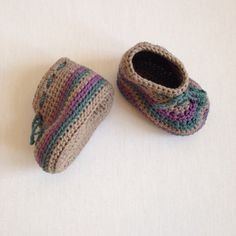 Stripey crochet baby booties in organic cotton | by Saraphir on Etsy