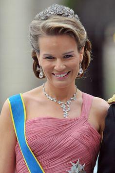 Sweden's Royal Wedding : The then Crown Princess Mathilde of Brabant, Belgium. Now Queen of Belgium Royal Crowns, Royal Tiaras, Tiaras And Crowns, Princess Victoria Of Sweden, Crown Princess Victoria, Queen Of Sweden, Casa Real, Royal Jewelry, Crown Jewels