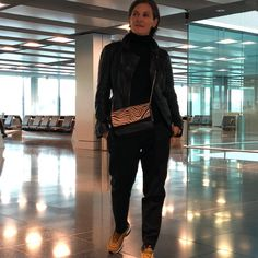 De Marquet - Raffaella Iten Metzger : Airport style at its best. Wearing an all-black look with cool sneakers and a Night&Day bag by De Marquet with an animal print cover showing a zebra pattern. Family Weekend, All Black Looks, Day Bag, Day For Night, Airport Style, Zebras, London, Animal, Cover