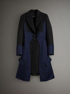 https://us.burberry.com/wool-dressage-coat-p45471301