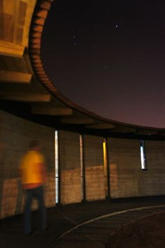 arquitectura noche. rammed earth / tapial