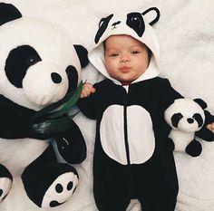 Cute baby in panda suit Cute Little Baby, Baby Kind, Little Babies, Cute Babies, Cute Baby Pictures, Baby Photos, Image Panda, Panda Mignon, Panda Outfit