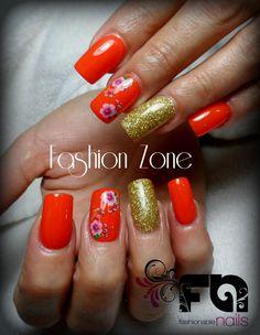 Nails.  Orange Intenso color..... Diseño hecho en Fashion Zone Monterrey 8348.9999. Especialistas en uñas acrílicas.