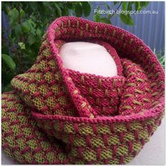 Stunning reversable knitted cowl - free pattern from Fitzbirch crafts by JettyR Knitting Projects, Knitting Patterns, Crochet Coat, Knit Pillow, How To Purl Knit, Knit Cowl, Knitting Accessories, Double Knitting, Yarn Needle