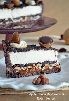 Kayla make me this pleaseee! Triple Chocolate Cheesecake, Toffee Cheesecake, Cheesecake Desserts, Chocolate Desserts, Just Desserts, Delicious Desserts, Yummy Treats, Sweet Treats, Dessert Recipes