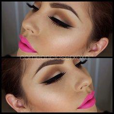 Wing eyeliner & pink lipstick