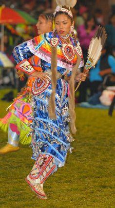 Kamloopa Powwow 2010 I adore this color blue! Native American Regalia, Native American Beauty, Native American Beadwork, Native American History, American Indians, Jingle Dress Dancer, Powwow Regalia, Native American Pictures, Native Indian