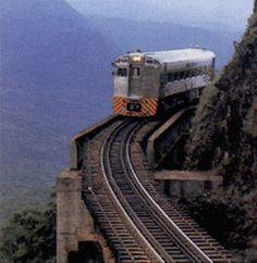 Viagem de trem entre Curitiba e o litoral histórico (Morretes, Antonina, Paranaguá) - PR.