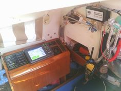 Traceur KP6299 d'Onwa Marine. Marque très connue en Asie et en Australie. En constante évolution fonctionnelle se traceur GPS intègre toutes les fonctions nécessaires pour une navigation en toute sécurité et ce même pour un petit voilier.