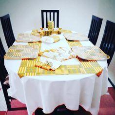Offrez-vous l'originalité Unepenseepourtoi  #nappe  table #accessoires #poisakan #kente #africanprint #home #Gift #idéecadeau #decoration intérieur #bright colors #unepenséepourtoi #art  #set #serviettes de rable #tabledecor  #africanfashion #clothdinner  #pagnes #africaninspired  #interiordesign #handmade #corbeille à pain ou à fruit #basket #africans #print #abidjanplaces  #cotedivoire🇨🇮🇨🇮🇨🇮