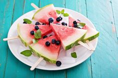 fresh watermelon popsicles with blueberries cut on ice Healthy Homemade Snacks, Healthy Work Snacks, Clean Eating Snacks, Healthy Recipes, Watermelon Pizza, Watermelon Popsicles, Watermelon Slices, Whole Foods, Whole Food Recipes