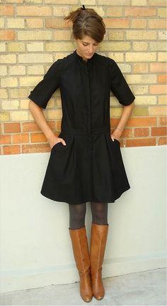 J'aime beaucoup le style simple mais chic. Robe noire et bottes cognac avec des collants.