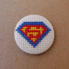 Superman cross stitch 31mm pinback button - Embroidered geek brooch - www.petipoaneedlecraft.com