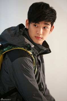 Kim Soo Hyun is shooting Bean Pole advertisement. Kim Soo Hyun Abs, Hyun Soo, Jun Ji Hyun, Kim Bum, Chanyeol, Jun Matsumoto, Oppa Gangnam Style, My Love From Another Star, Handsome Korean Actors