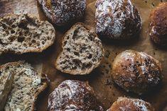 Siken spelttisämpylät (V) – Viimeistä murua myöten Bread Recipes, Muffin, Cookies, Chocolate, Breakfast, Desserts, Crack Crackers, Morning Coffee, Muffins