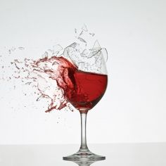 If your project requires good-quality mauve, Conversational italian wine bottles are definitely the best to take into consideration Broken Glass Art, Shattered Glass, Red Wine Benefits, Health Benefits, Smash Glass, Chicken Plating, Glass Photography, Wine Guide, Wine Art