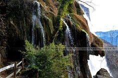 Petite douche fraîche sur le chemin🚿 😉🌿 #cascade #tunnel #rando #hiking #vercors #nature #isere #france #petitedecouverte