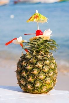 tropical pineapple cocktail @Diane Haan Lohmeyer Haan Lohmeyer Avocado  #CincoAvocados