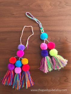 - Pompoms & Tassels by JUBEL - Etsy Diy Craft Projects, Diy And Crafts, Arts And Crafts, Pom Pom Garland, Pom Poms, Tulle Poms, Tulle Tutu, Pom Pom Bag Charm, Diy Y Manualidades