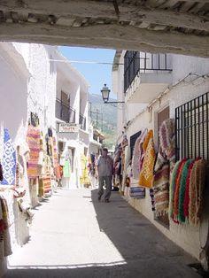 Pampaneira.El comercio en la calle.