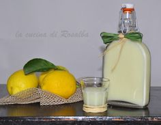 liquore crema di limone Homemade Liquor, Homemade Butter, Limoncello, Italian Cooking, Italian Recipes, Warm Food, Slow Food, Cold Meals, Sweets Recipes