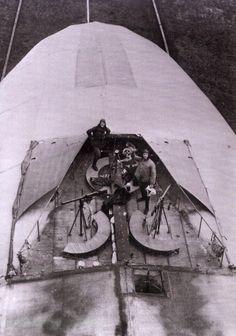 Süße Dunkelheit: PhotoTwo crewmen standing in the forward defensive machine gun position on top of a German Zeppelin, c. 1916