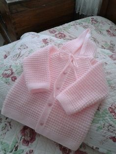 Baby clothes should be selected according to what? How to wash baby clothes? What should be considered when choosing baby clothes in shopping? Baby clothes should be selected according to … Diy Crafts Knitting, Knitting For Kids, Crochet For Kids, Free Knitting, Baby Cardigan Knitting Pattern Free, Baby Knitting Patterns, Baby Patterns, Cardigan Pattern, Baby Shawl