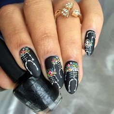 """If you're unfamiliar with nail trends and you hear the words """"coffin nails,"""" what comes to mind? It's not nails with coffins drawn on them. It's long nails with a square tip, and the look has. Cute Halloween Nails, Halloween Acrylic Nails, Halloween Nail Designs, Love Nails, Pretty Nails, Sugar Skull Nails, Skull Nail Art, Witchy Nails, Thanksgiving Nail Art"""