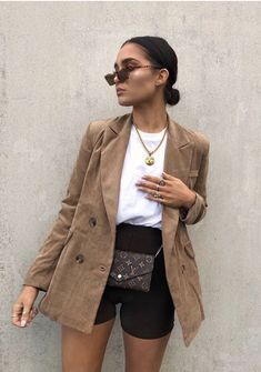 Oversized blazers and cycling shorts are go-to. Blazer - ideen for teens frauen shorts outfits Casual Summer Outfits, Short Outfits, Trendy Outfits, Fall Outfits, Simple Outfits, Looks Street Style, Looks Style, Looks Cool, Trend Fashion