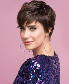 80 Bob Hairstyles To Give You All The Short Hair Inspiration - Hairstyles Trends Popular Short Haircuts, New Short Hairstyles, Girls Short Haircuts, Blonde Haircuts, Short Layered Haircuts, Curly Bob Hairstyles, Short Hair Cuts, Curly Hair Styles, Pixie Haircuts