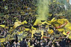 Una cartolina da Marsiglia; OM vs Borussia Dortmund #ultras Bvb Borussia Dortmund Borussia Dortmund-Italia Old Firm, Monster Trucks, Asia, Comic Books, Football, Comics, Fans, Greek Chorus, Borussia Dortmund