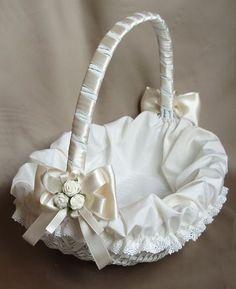Bridesmaid Baskets, Crochet Waffle Stitch, Ring Bearer Pillows, Wedding Pillows, Wedding Glasses, Flower Girl Basket, Card Box Wedding, Gift Hampers, Basket Decoration