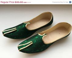 VALENTINE DAY SALE 20% Green Paisley Shoes,Mens Shoes,Mens Slippers,Flats,Mens Flats,Handmade Slippers, Indian Shoes,Mens slip on Shoes